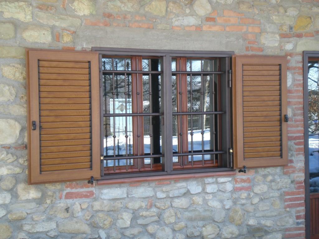 Inferriate di sicurezza a sportello cms sicurezza - Come oscurare finestre senza persiane ...