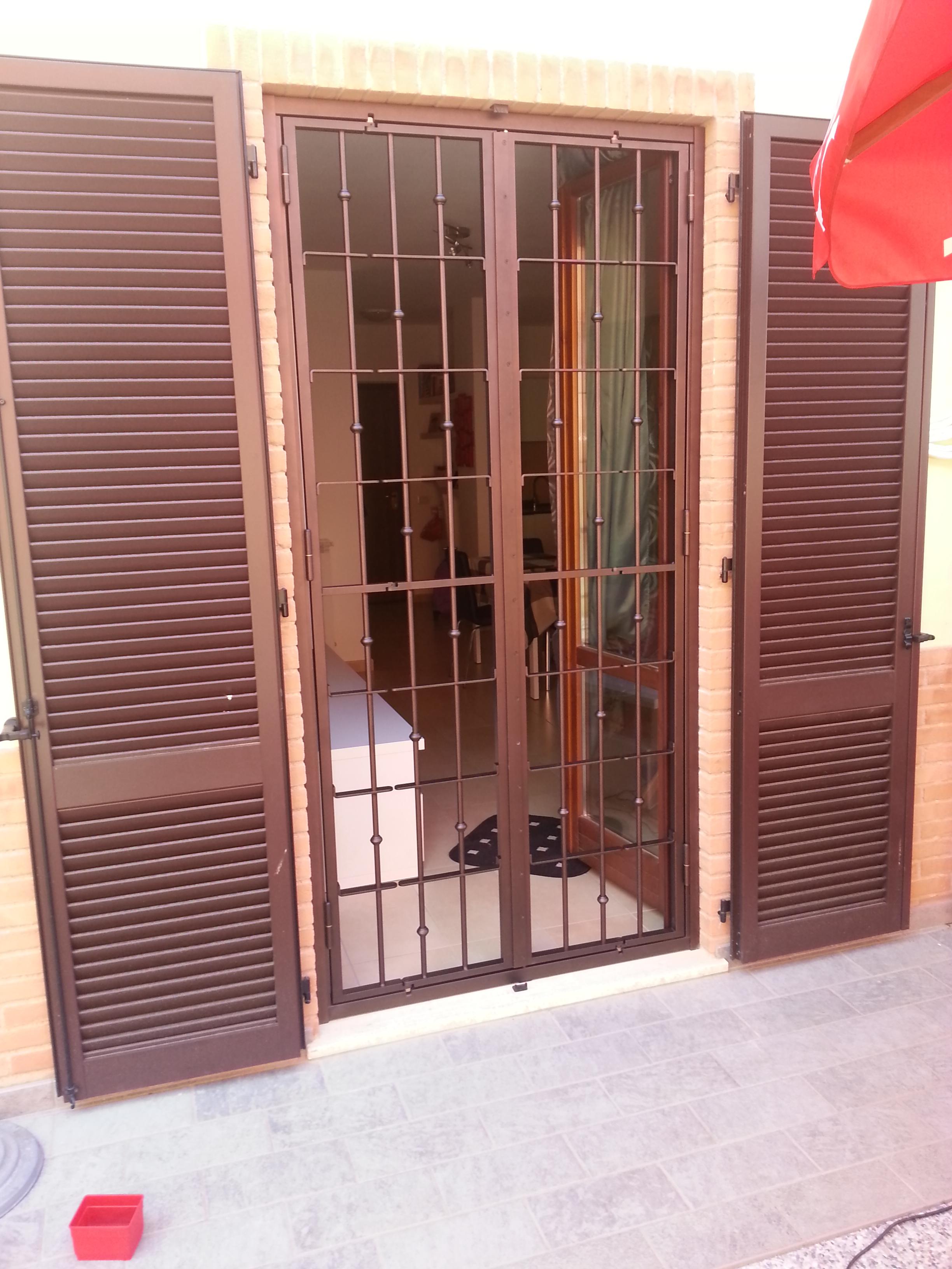 Inferriate di sicurezza con doppio snodo cms sicurezza cms casa mia sicura - Cerniere per finestre ...
