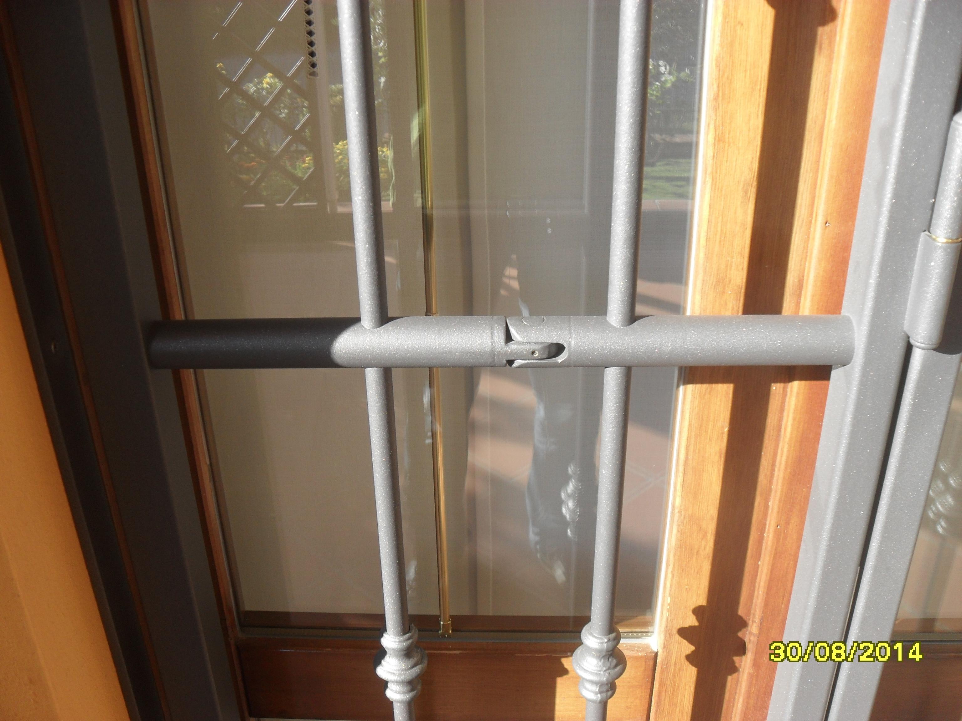 Inferriate di sicurezza con doppio snodo cms sicurezza for Finestre e porte moderne