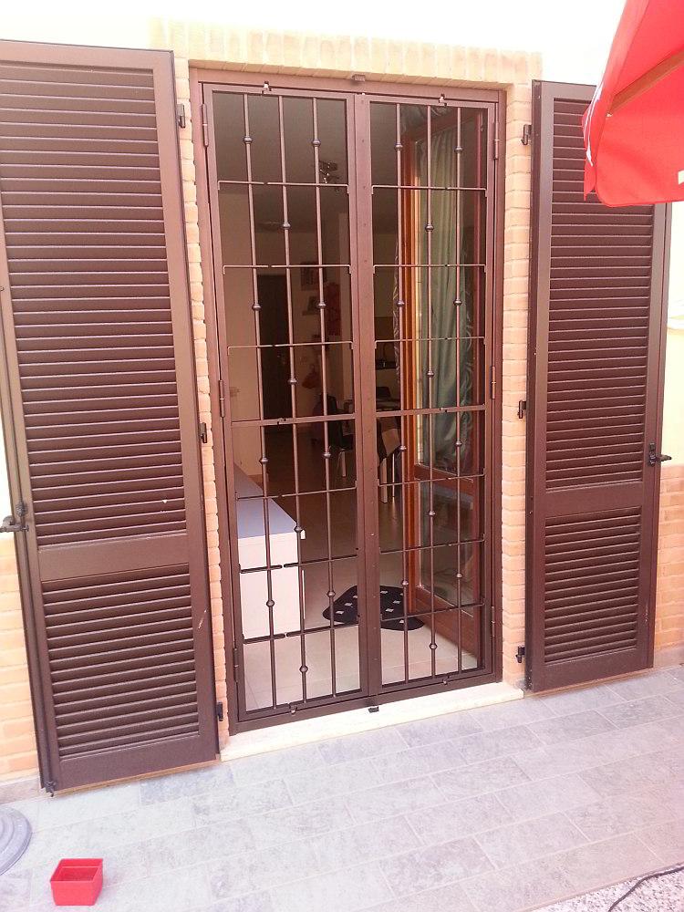 Inferriate di sicurezza con doppio snodo cms la tua casa sicura - Cerniere per finestre ...